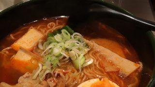 豚バラ肉と豆腐の旨辛ラーメン:鯛麺真魚